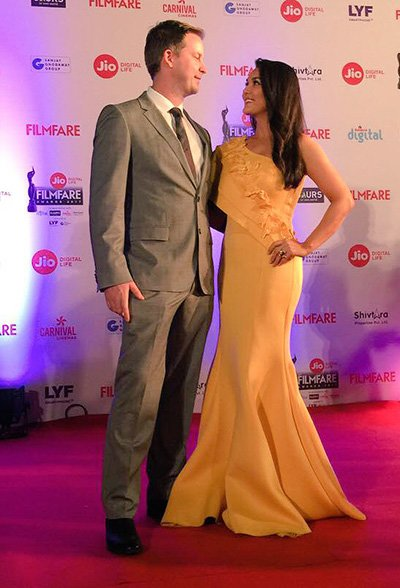 preity-zinta-with-husband-at-the-filmfare-awards-2017